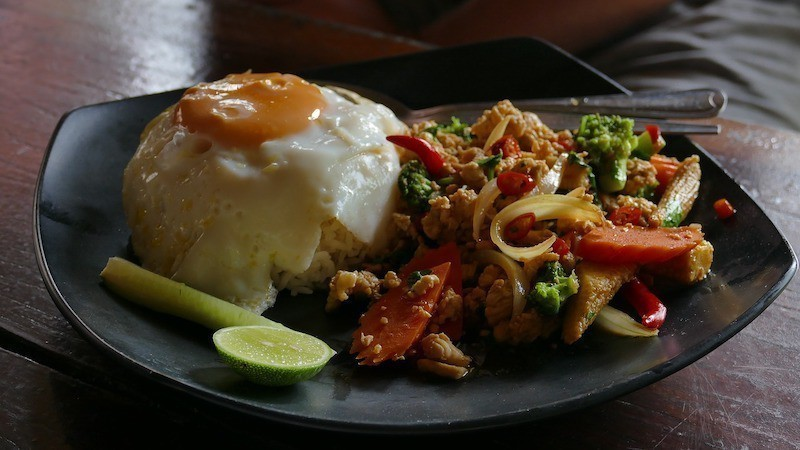 cheap thai food living costs