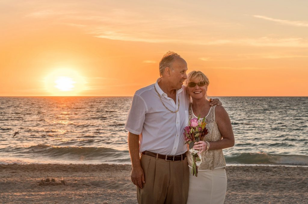 elderly-couple-tropical-beach