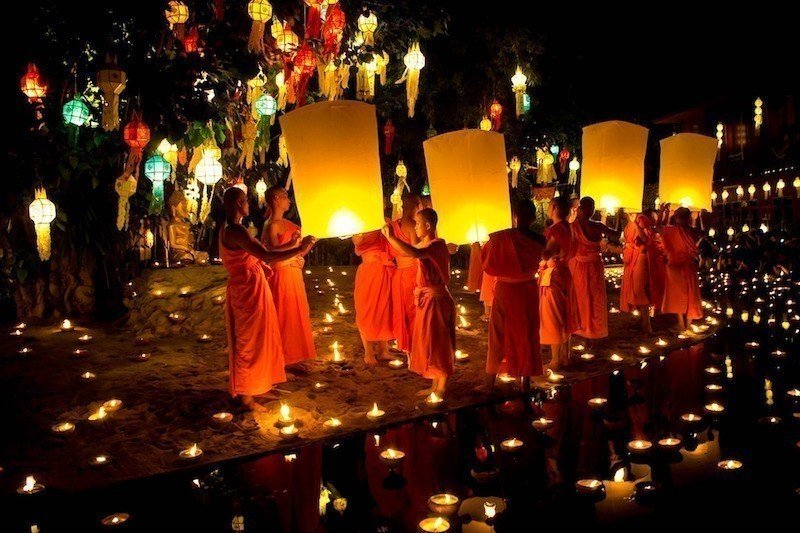 loy krathong sky lanterns buddhist monks