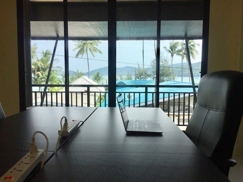 desk-with-sea-view