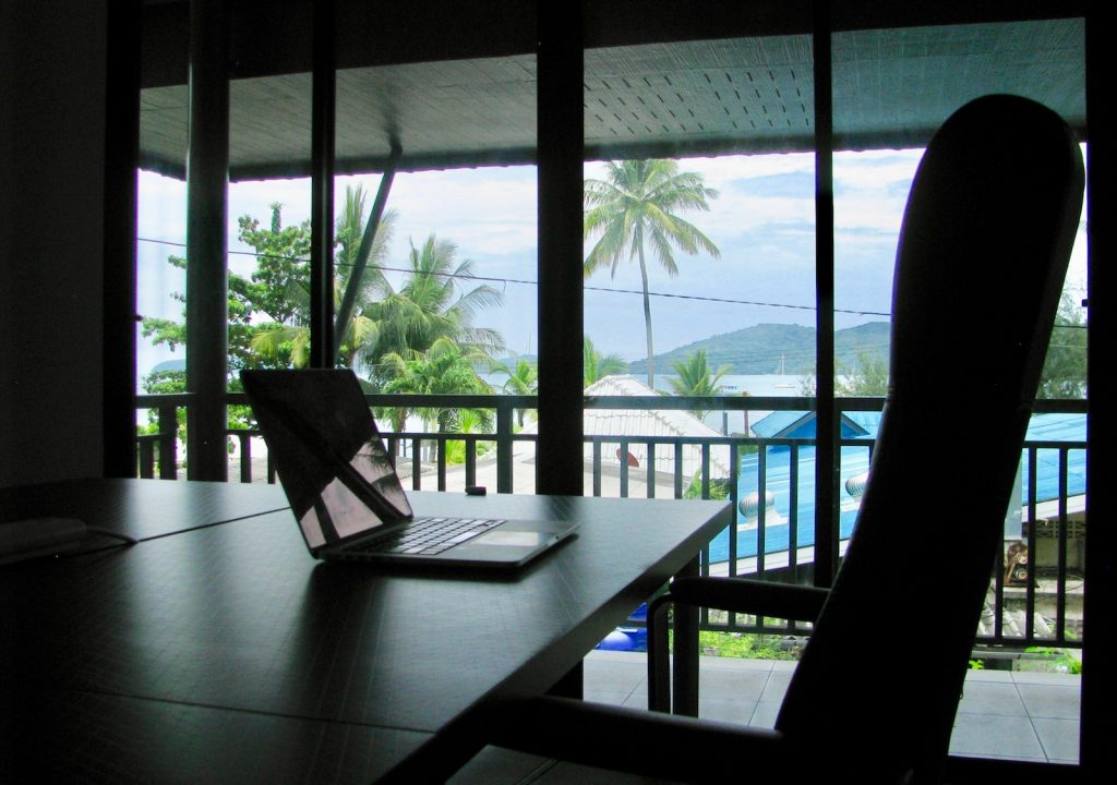 phuket_office_sea_view_desk